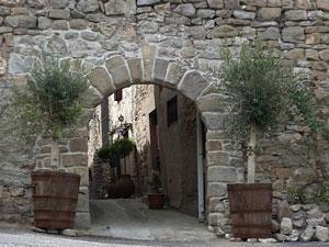 le porche d'entrée datant du 17° siècle Chambres d'hôtes près de Narbonne