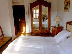 Chambre d'hôte avec lits jumeaux dans la suite familiale lou masso