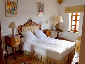 chambre double dans la suite familiale lou masso