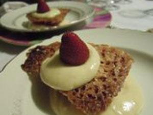 croquant aux fraises et sa crème au basilic Chambres d'hôtes en Pays Cathare la table