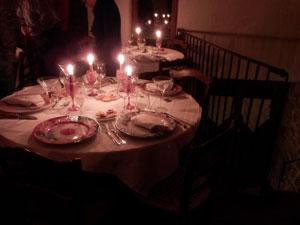 les tables d'hôtes de fête dans la maison d'hôtes le Roc sur l'Orbieu en Pays Cathare