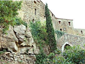 le rempart nord du château au dessus de la chapelle Chambres d'hôtes près de Narbonne