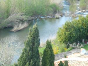 vue sur la rivière l'Orbieu le roc sur l'orbieu