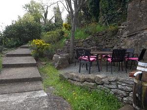 jardin sous le rempart - chambres d'hôtes Le Roc sur l'Orbieu entre Carcassonne et Narbonne