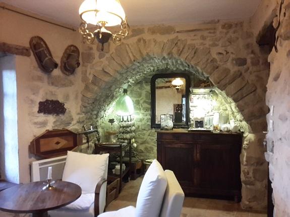 bar d'honnêteté au Roc sur l'Orbieu en chambre d'hôtes entre Carcassonne et Narbonne