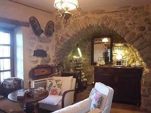 salon et bar au roc sur l'Orbieu - chambre d'hôtes entre Carcassonne et Narbonne