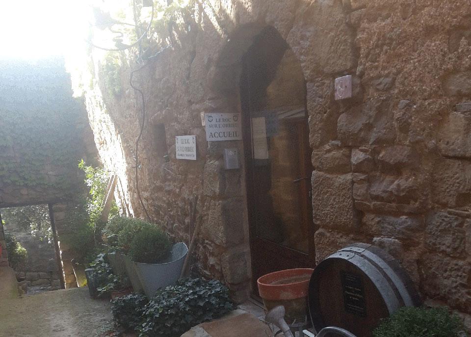 entrée-location-vacances-le-roc-sur-l'orbieu-entre-Carcassonne-et-Narbonne-