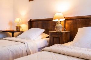 chambre-maison-le-chemin-de-ronde-le-roc-sur-l'orbieu-location-vacances-entre-Carcassonne-et-Narbonne.
