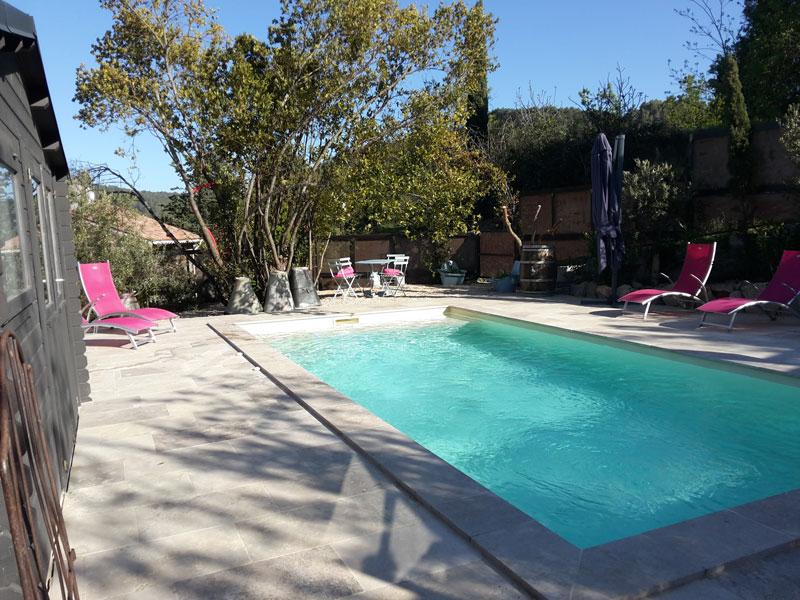 baignade-et-jacuzzi-location-vacances-le-roc-sur-lorbieu-entre-Carcassonne-et-Narbonne