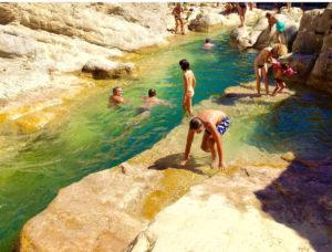baignades-dans-les-gorges-du-Verdouble-location-vacances-le-roc-sur-l'orbieu
