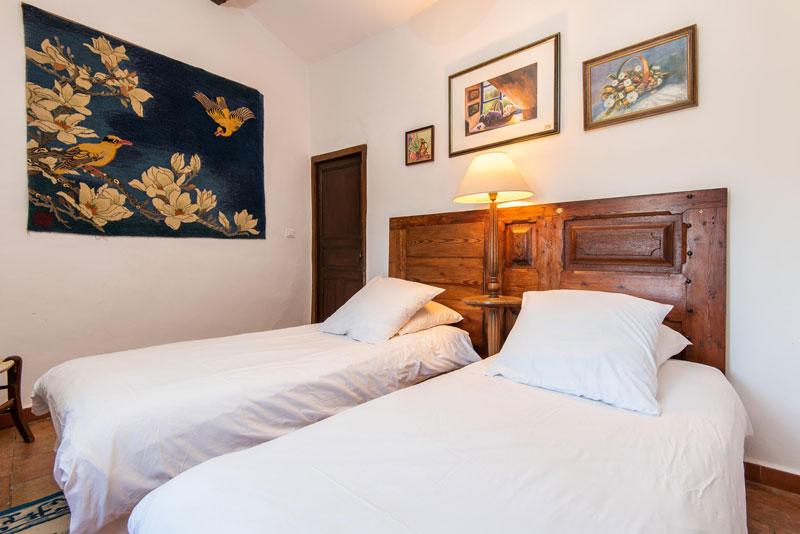 chambres-maison-le-chemin-de-ronde---le-roc-sur-l'orbieu-location-vacances-entre-Carcassonne-et-Narbonne