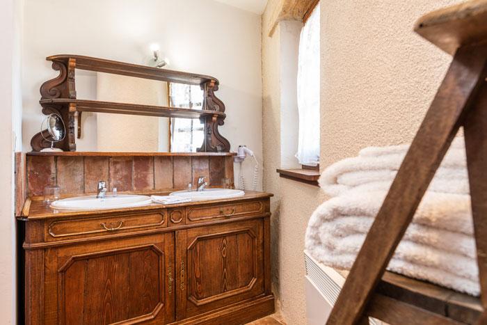 détails-salle-de-bain-maison-le-four-à-pain---le-roc-sur-l'orbieu-location-vacances-entre-Carcassonne-et-Narbonne