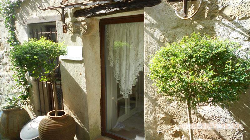 entrée maison le chemin de ronde-location-vacances-le-roc-sur-l'orbieu-entre-Carcassonne-et-Narbonne