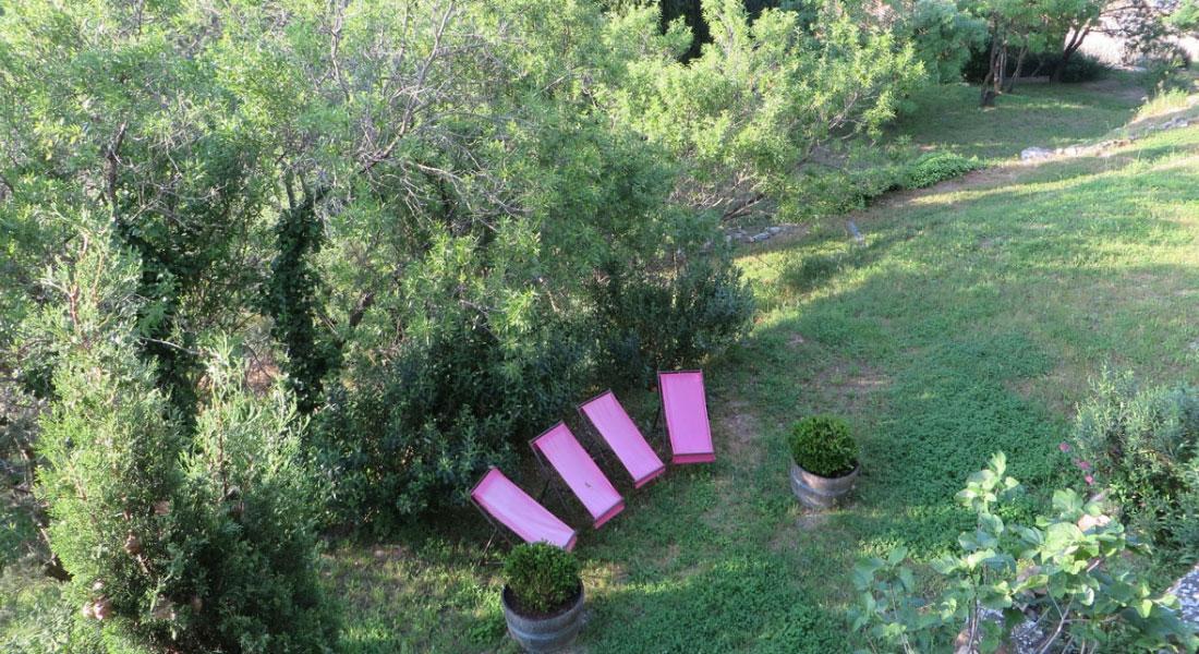 jardin-aux-chambres-d'hôtes-Le-Roc-sur-l'Orbieu-entre-Carcassonne-et-Narbonne.