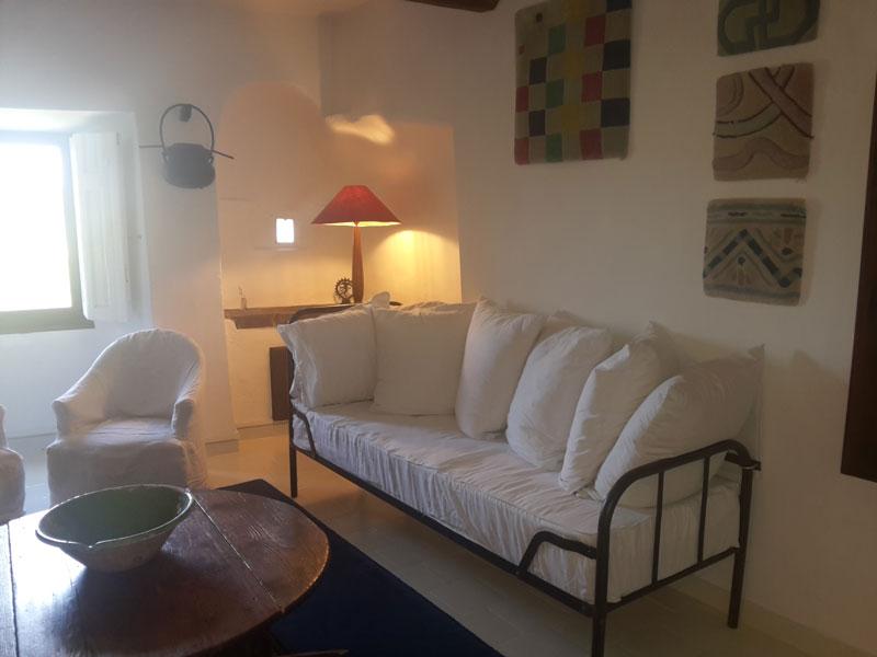 la-cuisine-maison-le-chemin-de-ronde-au-Roc-sur-lOrbieu-location-vacances-entre-Carcassonne-et-Narbonne-