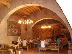 restaurant-médiéval-au-château-de-Villerouge-Termenes