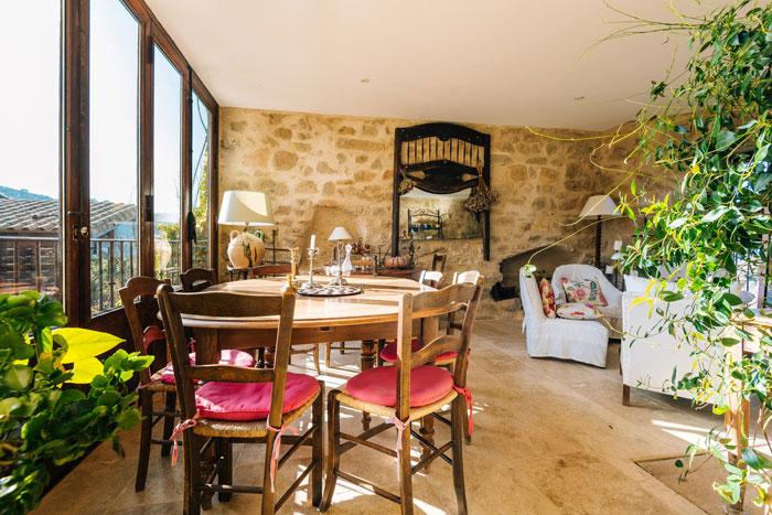 salle-à-manger-maison-le-four-à-pain---le-roc-sur-l'orbieu-location-vacances-entre-Carcassonne-et-Narbonne