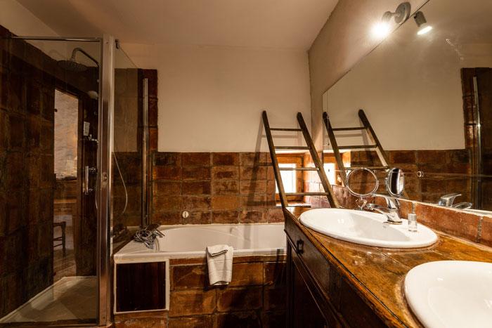 salle-de-bains--maison-le-four-à-pain---le-roc-sur-l'orbieu-location-vacances-entre-Carcassonne-et-Narbonne