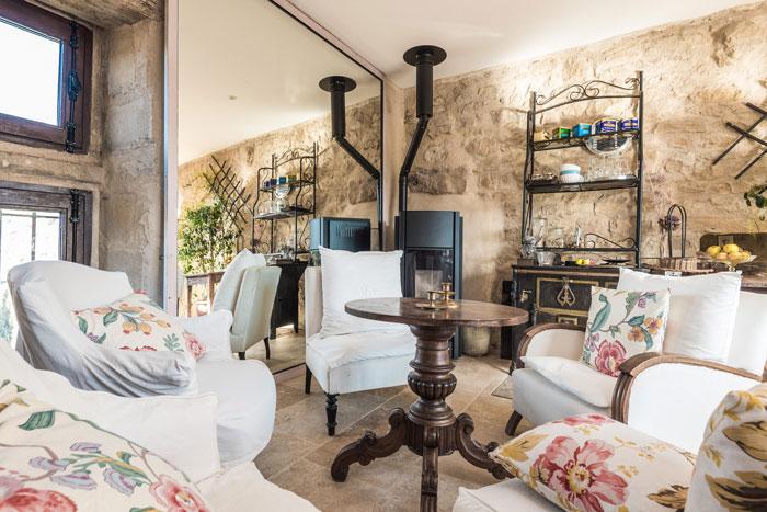 salons-maison-le-four-à-pain---le-roc-sur-l'orbieu-location-vacances-entre-Carcassonne-et-Narbonne
