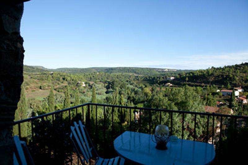 terrasse-et-vue-location-vacances-le-roc-sur-lorbieu-entre-Carcassonne-et-Narbonne