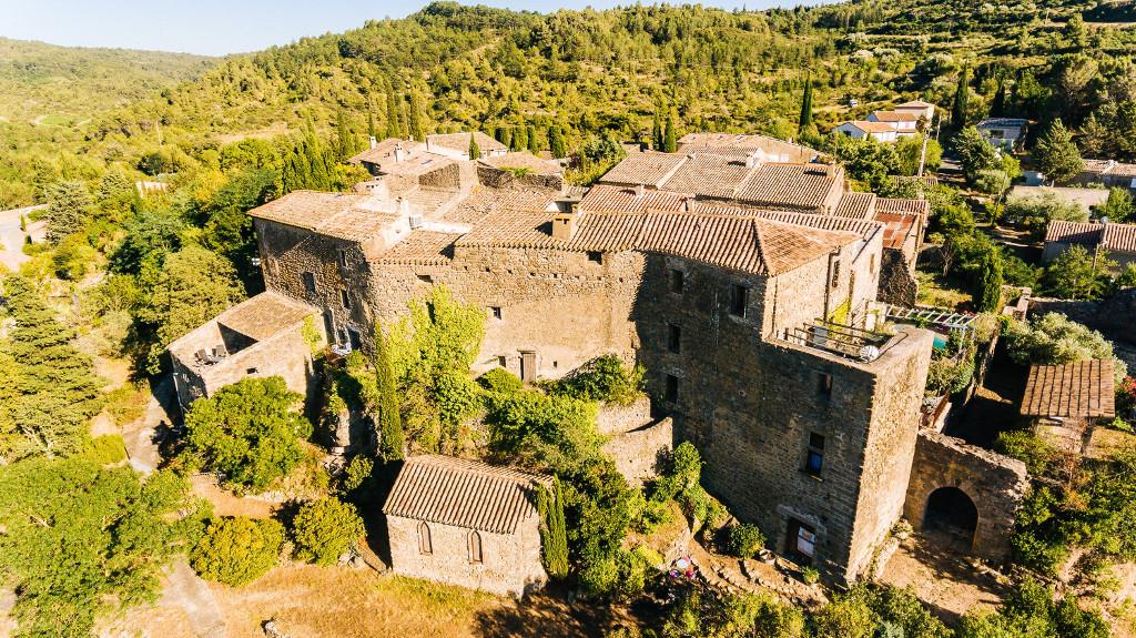 photo gîte le roc sur lorbieu-entre carcassonne et narbonne- chateau vue du ciel