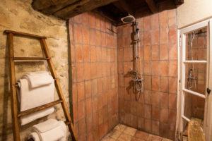 salle de bain suite parentale gite le chemin de ronde entre Carcassonne et Narbonne