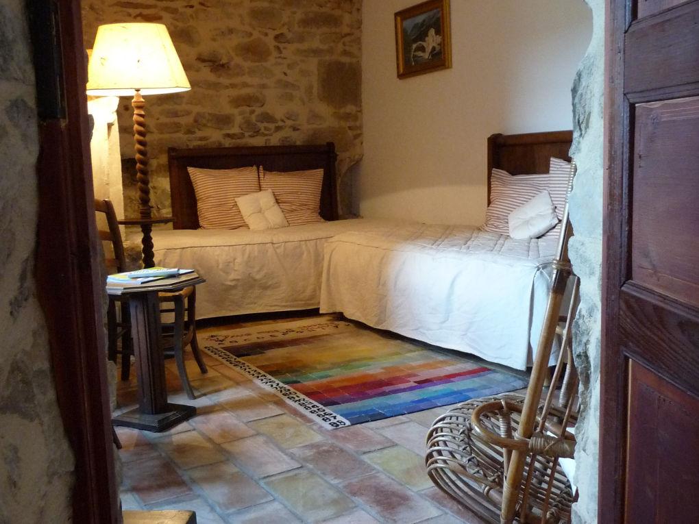 chambre lits simples premier étage le four à pain au Roc sur l'Orbieu gîtes en location vacances entre Carcassonne et Narbonne