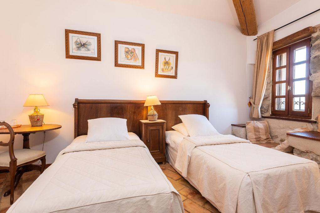 chambre lits simples second étage le four à pain au Roc sur l'Orbieu gîtes en location vacances entre Carcassonne et Narbonne