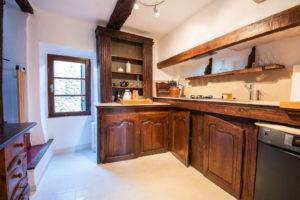 cuisine équipée maison le chemin de ronde - le roc sur l'orbieu-entre Carcassonne et Narbonne