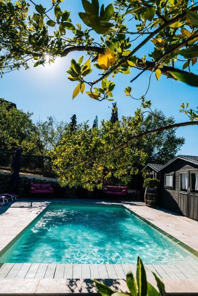 piscine privée chauffée au Roc sur l'Orbieu gîtes entre Carcassonne et Narbonne