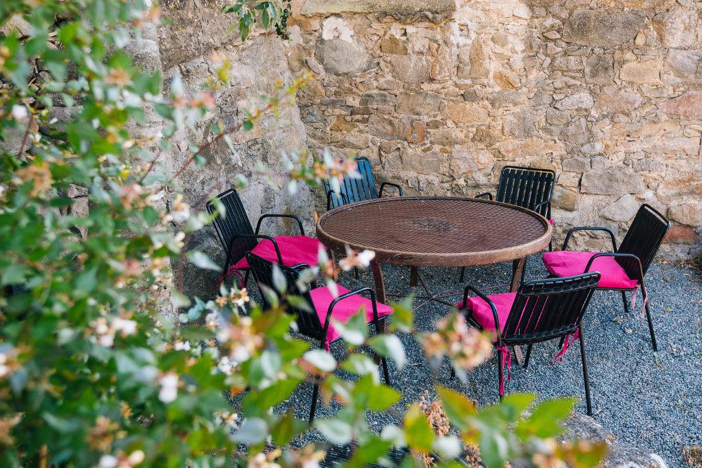 salle à manger d'été maison le chemin de ronde - le roc sur l'orbieu-entre Carcassonne et Narbonne