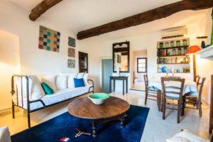 salle à manger maison le chemin de ronde - le roc sur l'orbieu-entre Carcassonne et Narbonne