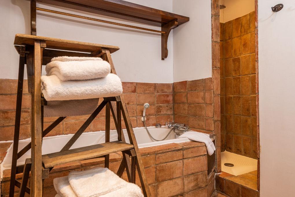salle de bain second étage le four à pain au Roc sur l'Orbieu gîtes en location vacances entre Carcassonne et Narbonne
