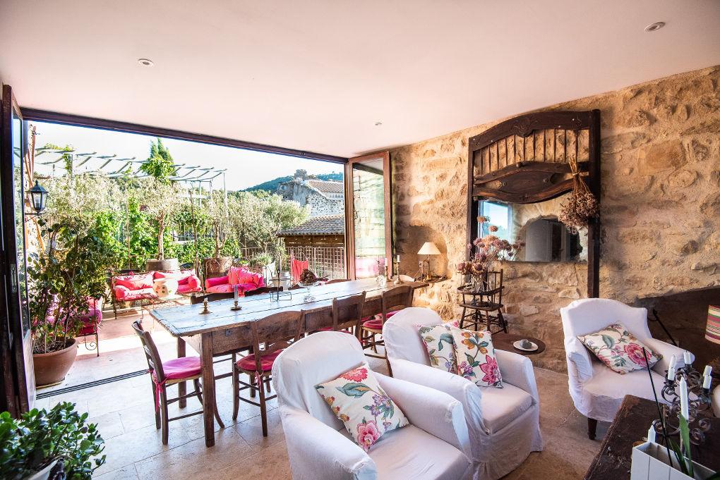 salle à manger le four à pain au Roc sur l'Orbieu gîtes en location vacances entre Carcassonne et Narbonne