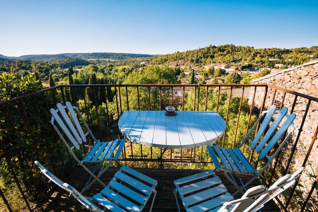 terrasse maison le chemin de ronde - le roc sur l'orbieu-entre Carcassonne et Narbonne